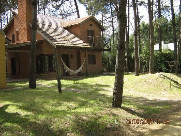 Si buscás tranquilidad y descanso tenemos en Barrio Country, la casa ideal para vos.  #BarrioCountry  #Alquiler #CasasenelEste #Uruguay