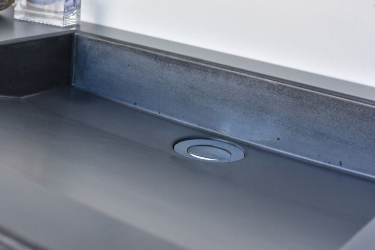 Concrete washbasin Gravelli Slant 07 Single in anthracite variant.