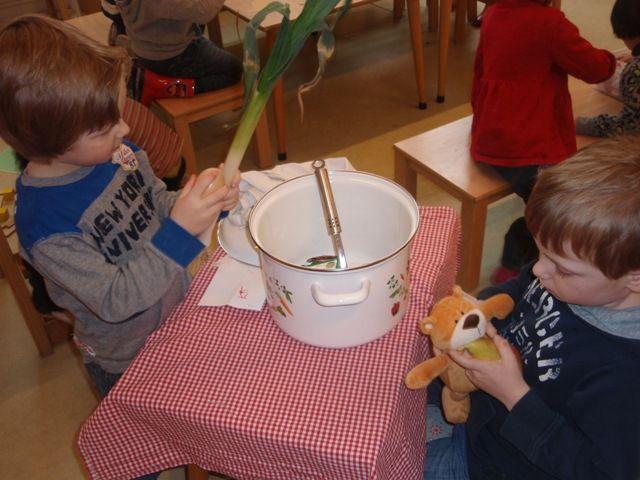 rijmsoep. De kinderen bedenken zelf de rijm ingrediënten.