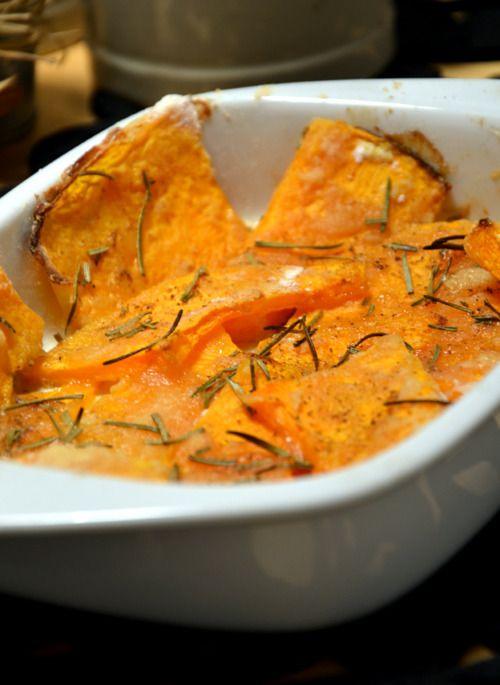BAKED PUMPKIN • zucca a fettine /sliced pumpkin • farina / white flour • sale / salt • pepe / pepper • olio / olive oil • rosmarino / rosmary Infarinare la zucca, disporla su una pirofila oliata....