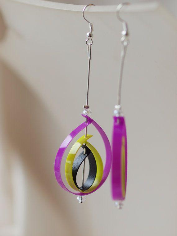 Orecchini in plastica riciclata e perline di CreazioniMANIA