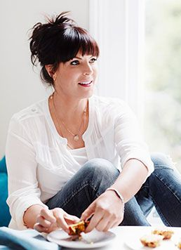 """How I lost weight with hypnotherapy""  TV presenter Anna Richardson speaks to Liz Parry about how she overcame her weight battles through hypnotherapy and is now helping others to do the same"