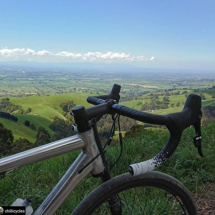 From where we ride. . . #guee #handlebartape #sldual . . #whereiride #gravelsessions #gravel #wymtm #lovecycling #notbeachroad #australia #cyclingpic . . Thank you for this great shot @chillicycles! #cycling #outdoors #biking #bike #cycle #bicycle #instagram #fun
