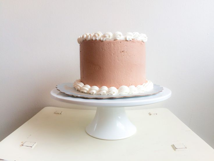 Our gorgeous Classic Cake! Available in chocolate, red velvet and vanilla! #kellystribe #cakes #customcakes #treatingyouwell