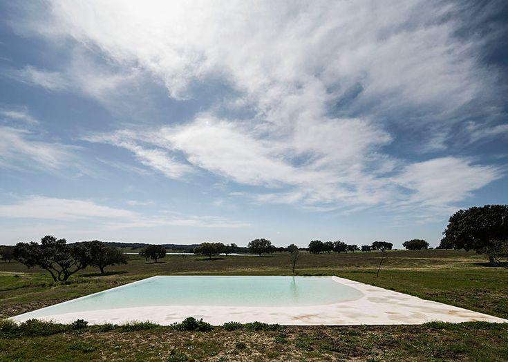 Manuel Aires Mateus revives a Portuguese farmhouse with Casa no Tempo
