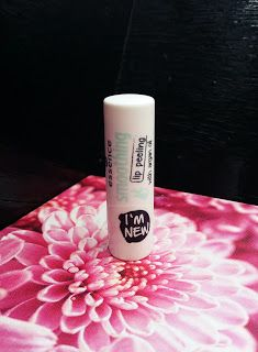 Beauty Courier: Essence - Smoothing lip peeling - 01 kissing me so...