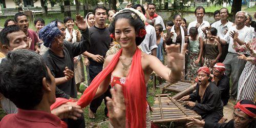 Film Indonesia Hadir di Los Angeles – Pertama kalinya ada film Indonesia yang diputar di Los Angeles, Amerika Serikat, dalam bentuk Festival Film Indonesia Los Angeles pada 3-4 September 2014. Festival ini bertujuan mengenalkan kreativitas para sineas Indonesia dan menunjukkan Indonesia lewat film pada Los Angeles. Diharapkan ada kerja sama dalam produksi film antara Indonesia dengan Amerika Serikat.