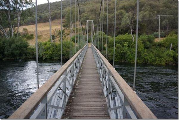 Suspension Bridge, Tumut   CaravanCampingOz.com
