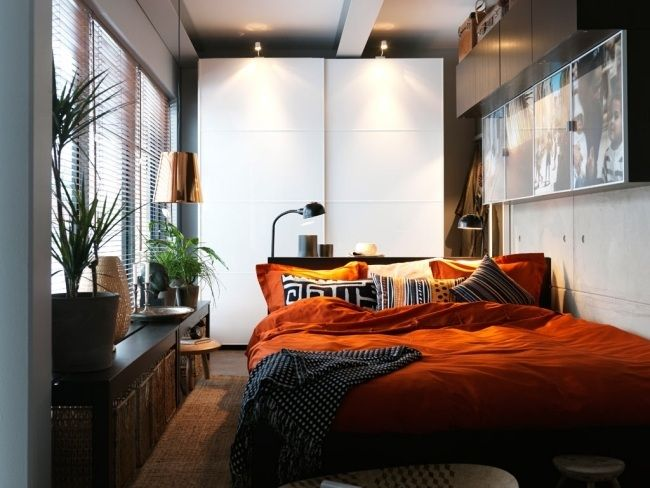 Superb kleines schlafzimmer einrichten kleiderschrank schiebet ren k rbe