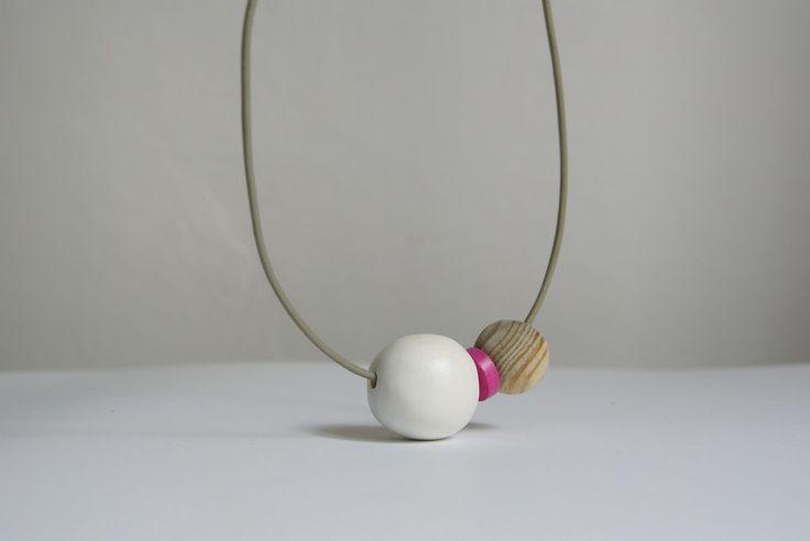 Korale drewniane - Biała kula w SZLIFY na DaWanda.com - Handcrafted wooden beads.