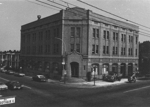 Maison de la culture et caserne no 47, coin DeLorimier et St Zotique, Montréal (1975)
