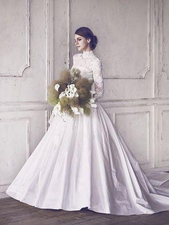 シルクタフタのドームライン、コードリバーレースにビーズ刺繍のロングスリーブボレロ♪ ♡クラシカルな花嫁衣装ウェディングドレスまとめ参考一覧♡