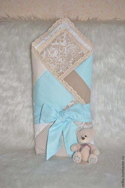 Купить или заказать Одеяло-конверт в интернет-магазине на Ярмарке Мастеров. Одеяло-конверт на выписку для ваших малышей. Одеяло украшено хлопковым кружевом. Сезон - конец весны, лето. Затем одеялко можно использовать в детской кроватке.