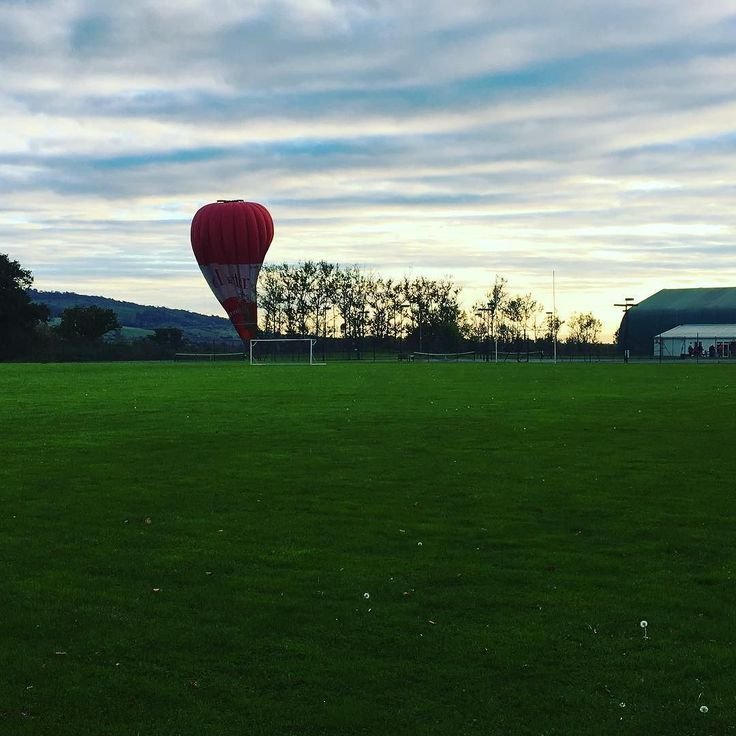 A random hot air balloon #PershoreCollege #pershoretenniscentre this afternoon. Not sure whether it meant to land where it did or not but it didnt float away again.