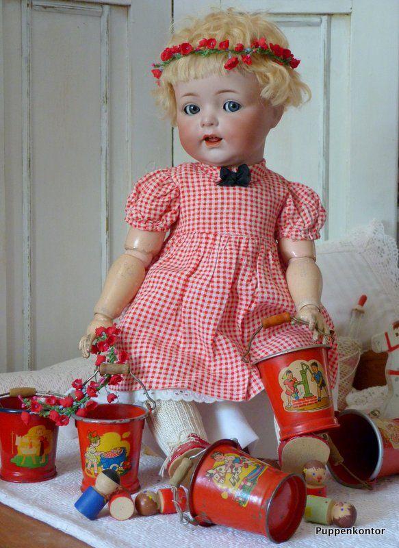 Puppenkontor: Antike Puppen und deren Kleidung (1)