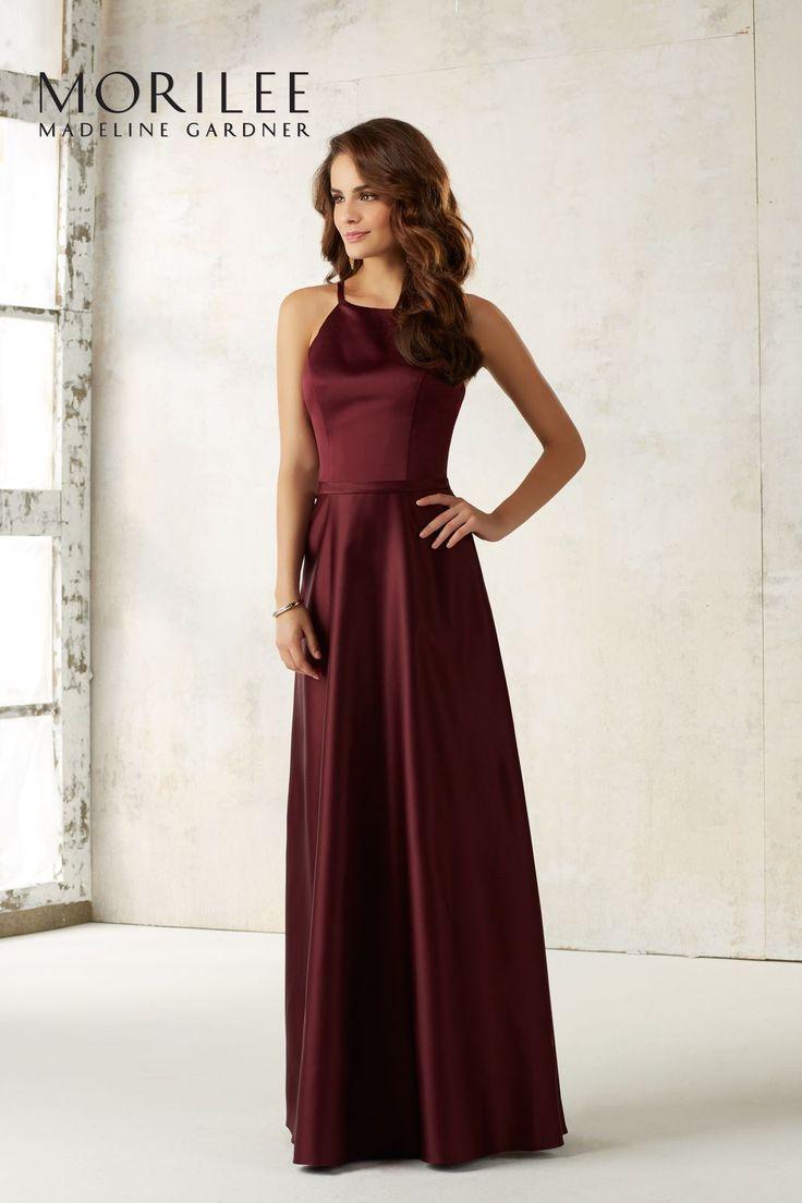 Elegancka, wieczorowa suknia Mori Lee z satyny. Niezwykle kobieca, długa suknia z satyny, z wycięciem na plecach i dekoltem pod …