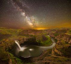 State of Washington.  U.S.A.   |   天の川と滝(米国・ワシントン州)