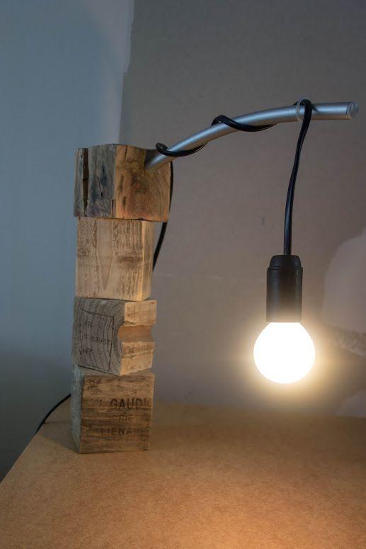 lampe de bureau en palette diy bois de r cup. Black Bedroom Furniture Sets. Home Design Ideas