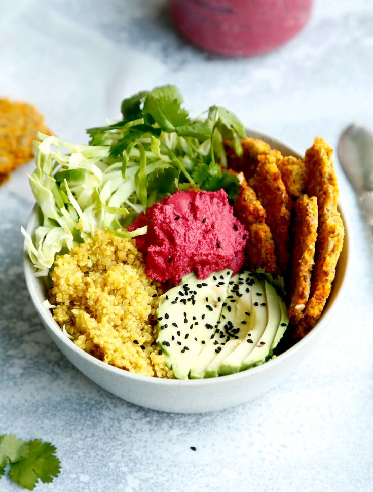 Vegan & glutenfree buddha bowl with beetroot hummus <3