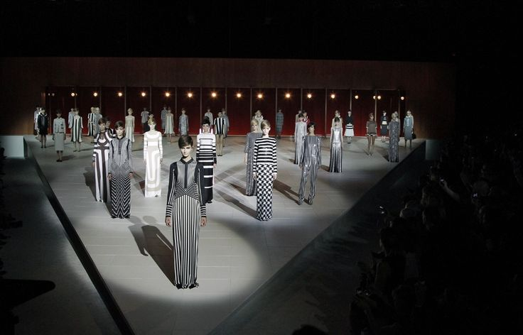 20 best images about catwalk stage on pinterest a hotel for Runway stages