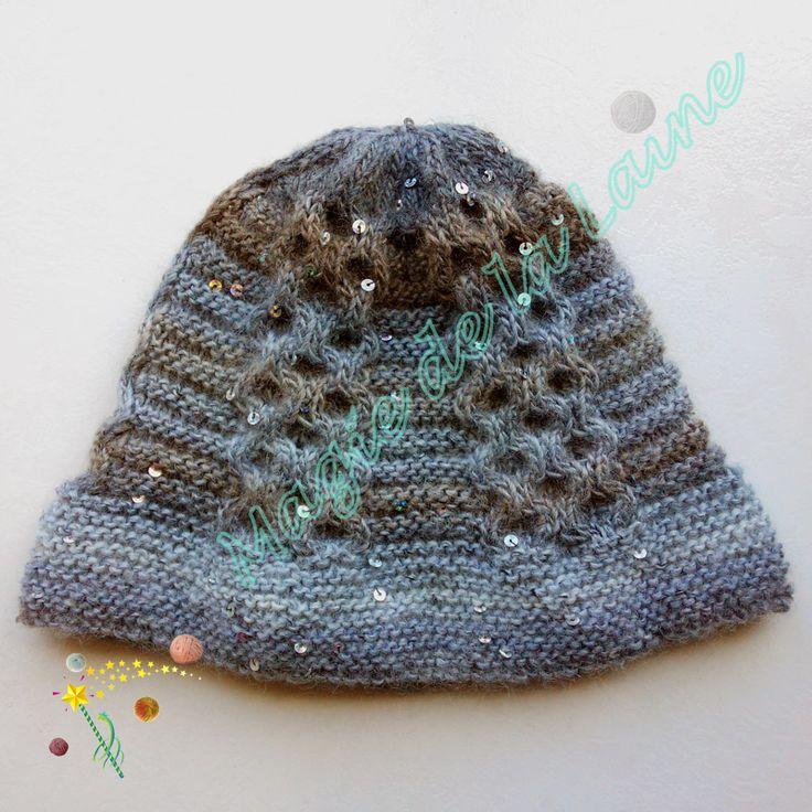 Bonnet aux paillettes torsadé, tendence et chic, tricoté avec la laine Creative Galaxy dk de Rico Design. Le modèle se trouve ici: http://www.magiedelalaine.com/modeles-bonnet/213-modele-bonnet-a-paillettes-torsade.html