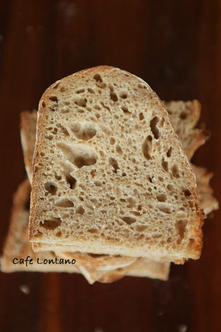 """Yeni yılın ilk yazısının bereketin simgesi olan """"ekmek"""" olması güzel bir tesadüf oldu. Ya da belki tesadüf diye bir şey yoktur. Umut getireceğini beklerken acı olaylarla gelen yeni yıl beni fazlası..."""