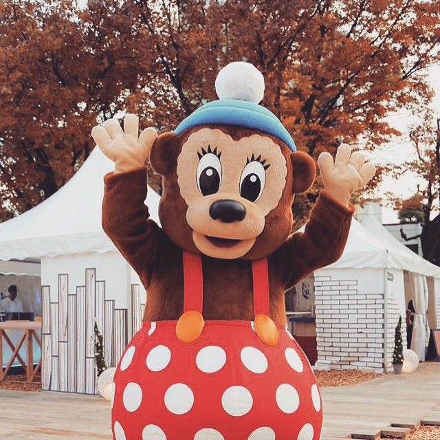 Instagram media travellers_2014 - ★★ラスト・ラスムスのごあいさつ★★ 今日が最終日のラスムス、みんなに「Farvel〈バイバイ!〉」を伝えたいんだって!お散歩は中止になっちゃったけど、Moomin Worldのあたりに登場するよ。ラスムスに会いに来て~。 17:00~/18:00~  #北欧クリスマスストリート #北欧 #デート  #moomin #tovejansson #allthingsmoomin #date #yolo  #xmas #chiristmas #happyholliday #date  #japan #nagoya #festival #nordic #バイバイ #さよなら #ラスムス  #rasmusklump #ラスムスクルンプ