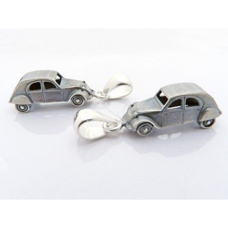 Citroen 2CV pendant in 925 sterling silver. The pendant can be purchased without a chain or optionally with either a 45cm or 50cm chain. The chain is a 925 sterling silver anchor chain. Car size: length 22mm, width 8mm, height 7mm.