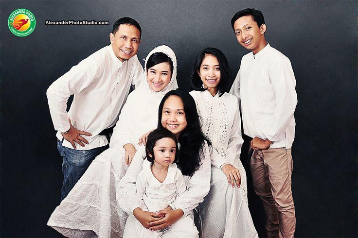 Menyambut Bulan Suci Ramadhan... Yuk.. foto keluarga dgn Busana Muslim, di: Alexander Photo Studio.