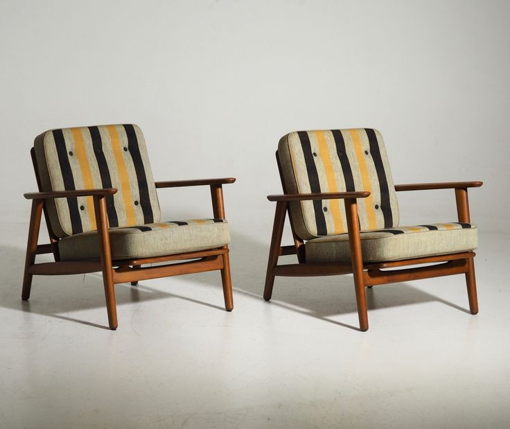 Ref No. 12449-3A  Pair of H. J. Wegner armchairs, made of beechwood. Original cushions in wool. Adjustable seat/back. Formed in 1953. Made by Getama, model 233. 1960´s