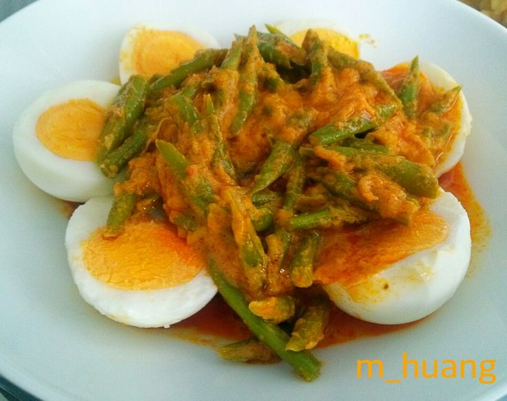 String beans and chicken egga with curry sauce