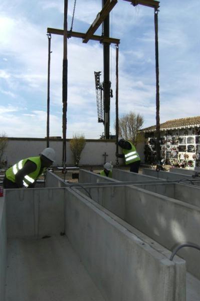 Panteón de nichos de hormigón sin repisa en Pinseque ( Zaragoza) - Gallizo