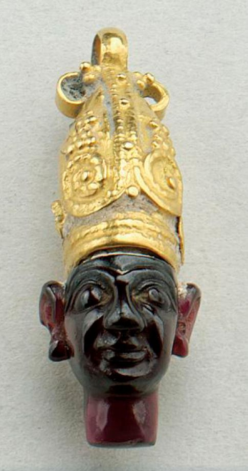 A PHOENICIAN GOLD AND GARNET PENDANT, CIRCA 8TH/6TH CENTURY B.C.