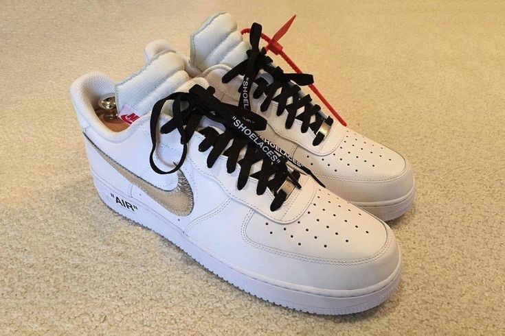 버질 아블로(Virgil Abloh)가 이끄는 브랜드 오프 화이트(OFF-WHITE)와 글로벌 스포츠 브랜드 나이키 에어 포스 1(Nike Air Force 1)이 공개됐다. 두 브랜드의 협업은 장기간으로 진행되는 프로젝트이며 현재까지 공개된 제품은 에어 조던 1(NIKE Ari Jodan 1), 에어 맥스 90(NIKE Air Max 90), 에어 베이퍼맥스(NIKE Air Vapormax) 까지 선보였다.  (자세한 내용은 사이트를 클릭해주세요!) WWW.BPEARMAG.COM