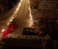 This is quite magical and lovely - might have to think about doing this for my next bedroom.