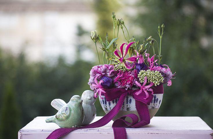 Photography of flowers, flower decorations, bouquets, composition, cloves, birds, ceramics, pink, garden, summer