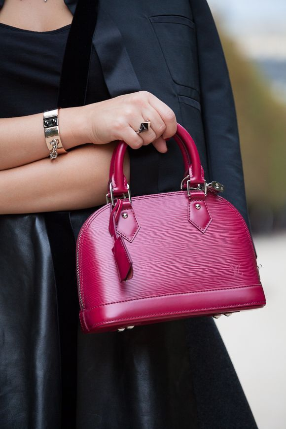 Sarah carries the Louis Vuitton iconic Alma BB in Epi leather (Photography by Christoph Eichhorn via http://josieloves.de)