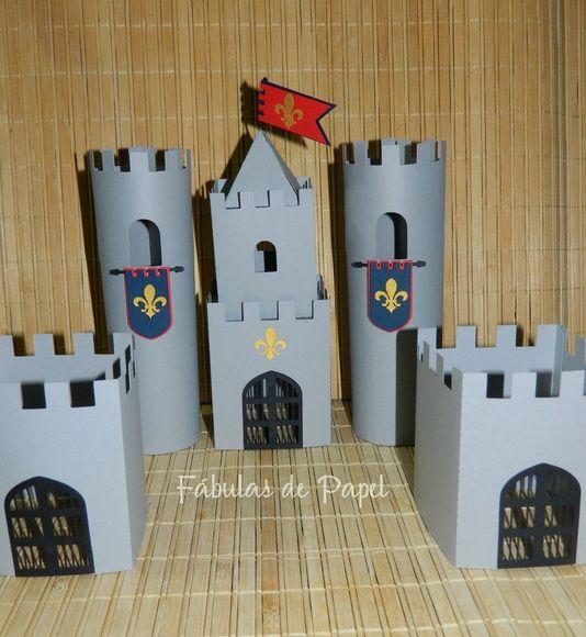 Castelo feito em papel de scrap  ***Altura das torres maiores: 17 cm  ***Altura das torres menores: 9 cm  Antes de fazer o pedido, verificar prazo de envio.