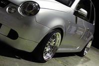 今日は一日雨でしたね VW LUPO GTI あきさん の お車。。。 待ちにまった フロント車高調の変更です KW車高調からです。 アッパーマ...