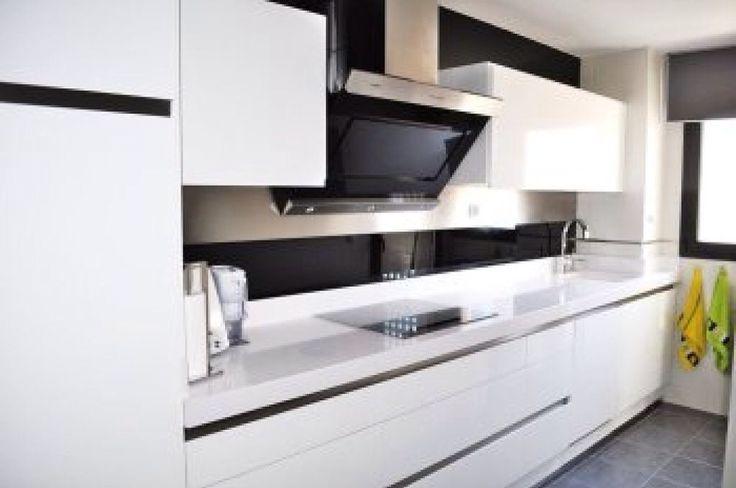 Los muebles de cocina en madrid de moda estas temporadas for Cocinas modernas blancas precios
