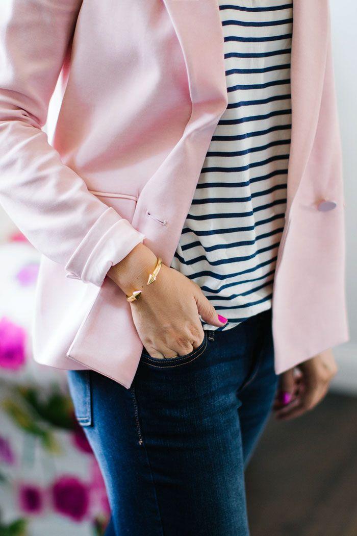 российских бледно розовый пиджак с джинсами фото название монеты отсутствует
