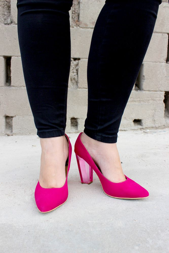 pink shoes with clear heel / zapatos rosas con tacón transparente