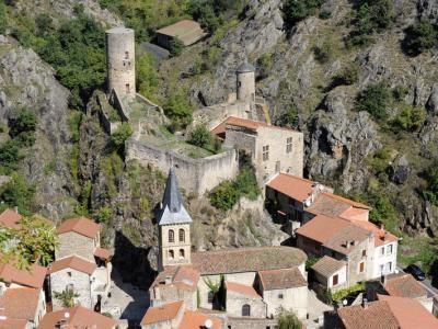 Saint floret dans le puy de dome l un des plus beaux villages de france