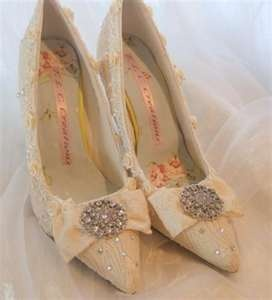 :): Wedding Stuff, Wedding Day, Lace Wedding Shoes, Lace Shoes, Shoes 3, Cinderella Wedding, Bridal Shoes, Vintage Lace Weddings