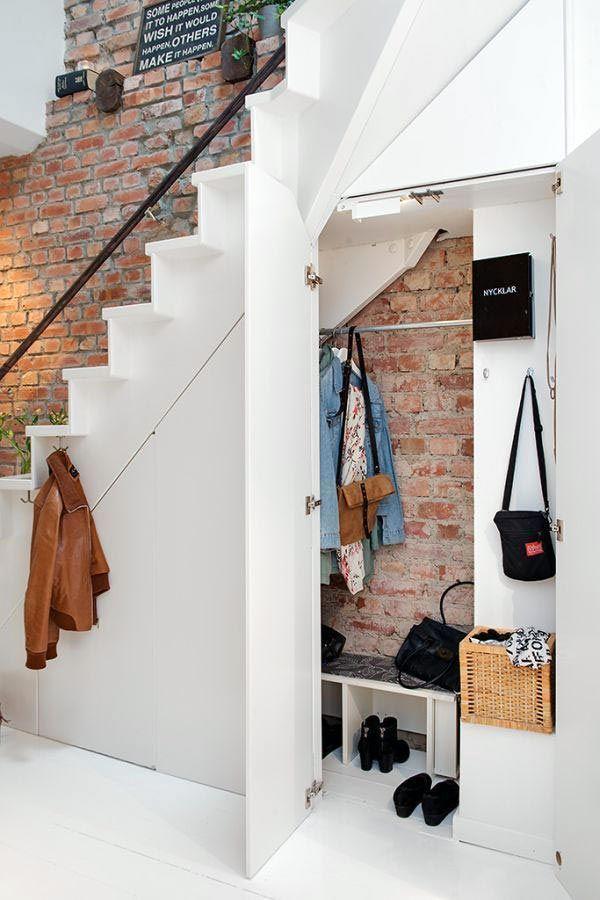Умные идеи: организация хранения под лестницей