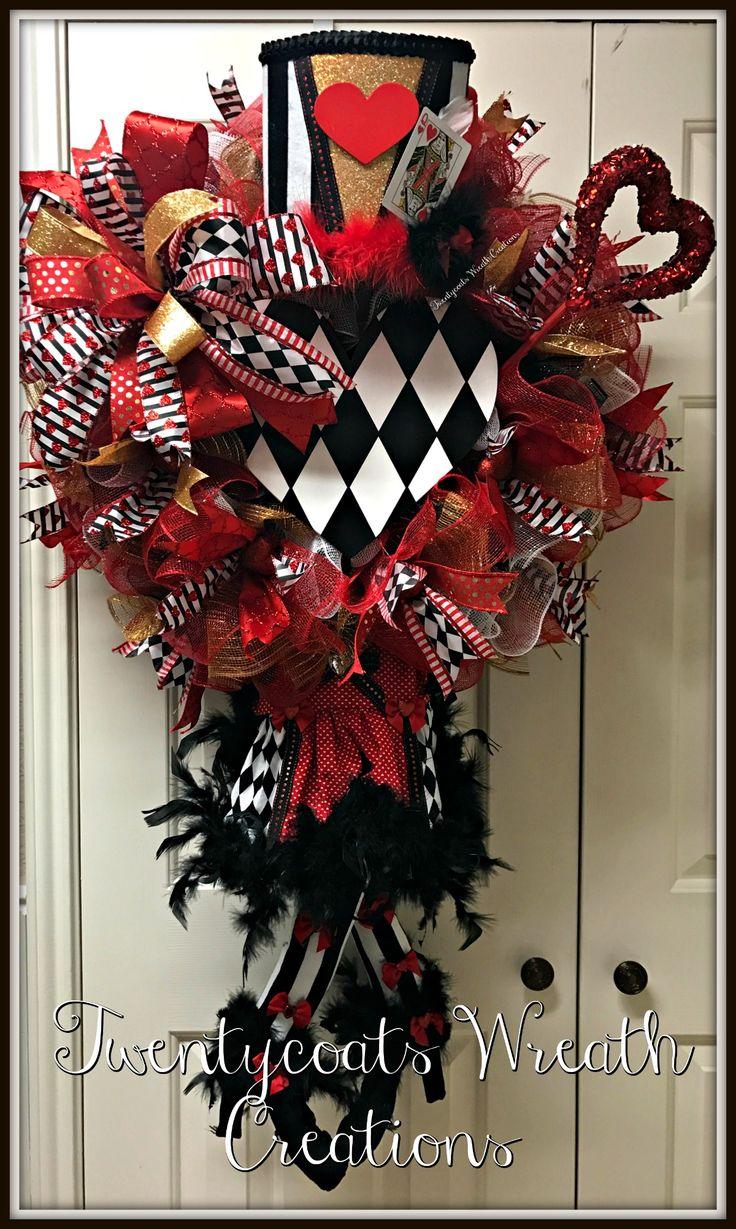 Queen of Hearts deco mesh wreath by Twentycoats Wreath Creations (2017)