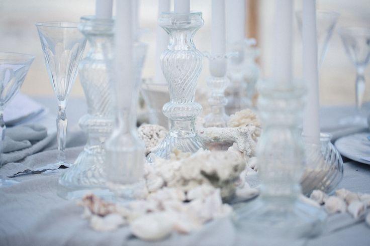 Hochzeitsinspiration, Wedding Inspiration // Serendipity // Zanzibar // Destination Wedding // Strandhochzeit // Canopy Zelt, Strand Picknick, Tischdekoration, Sand Kerzen Muscheln