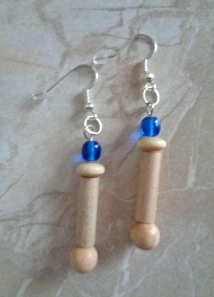 Kupuj mé předměty na #vinted http://www.vinted.cz/doplnky/nausnice/12512166-elegantni-drevene-nausnice-s-modrym-koralkem