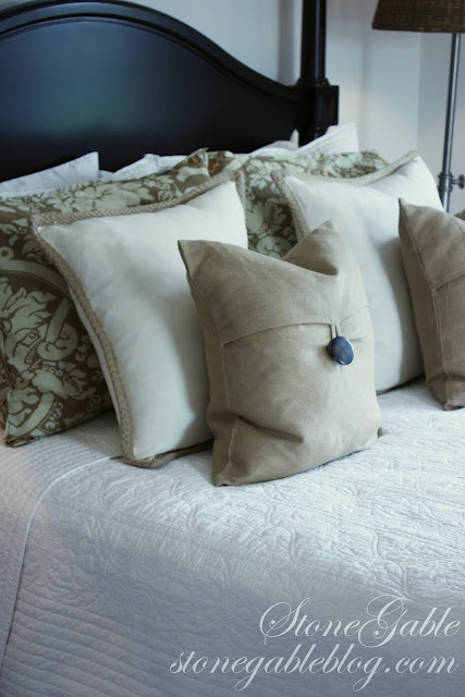 How to properly arrange pillows on your bed