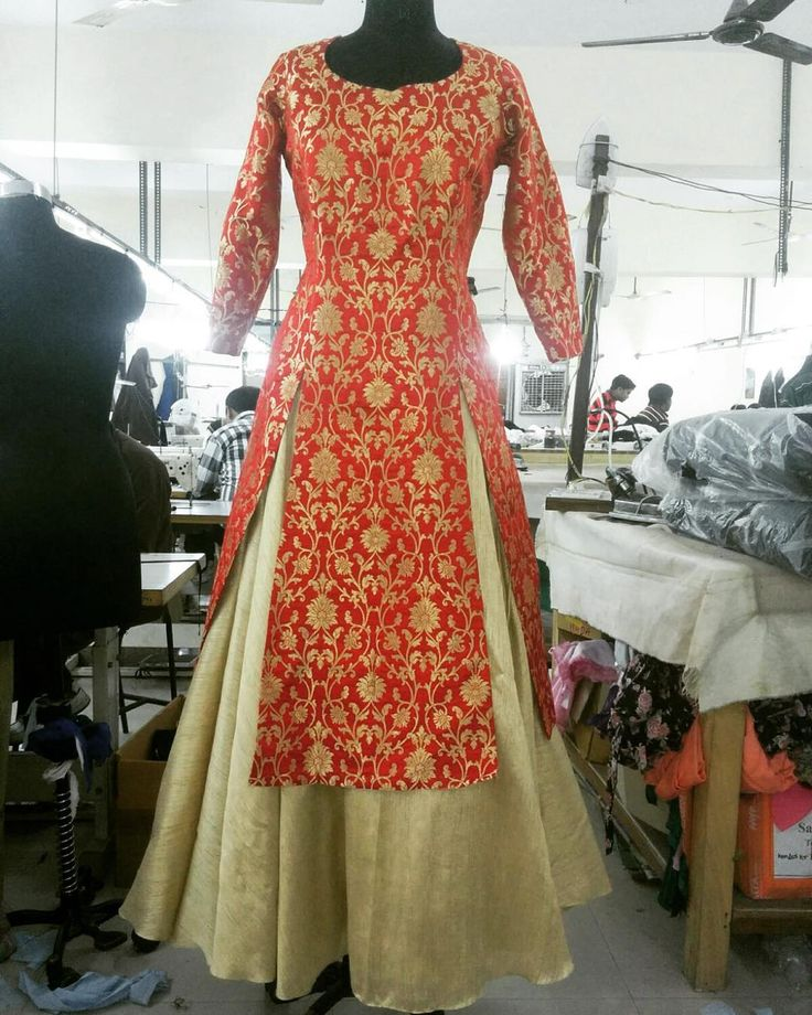 Styling up with fabrics! We have designed this beautiful keem khaab brocade long Kurti with double slit for our client Bhoomika. Style it up with a raw silk flared skirt to look stunning as ever !! Get ur custom outfit designed with us!! #deepikachadhadesigns #asianbride #asiancouture #asianwedding #allthingsbridal #punjabi #potd #ootd #outfits #indian #indianwear #indianoutfit #entreprenuer #embroidary #ethnic #lehengacholi #lehenga #madetoorder #bespoke #bespokebridal #customdesign…